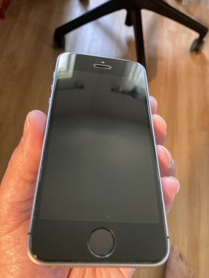iPhone SE 128G Space grey 1st gen Unlocked for Sale in Pasadena, CA