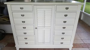 White Wood Dresser for Sale in Fort Myers, FL