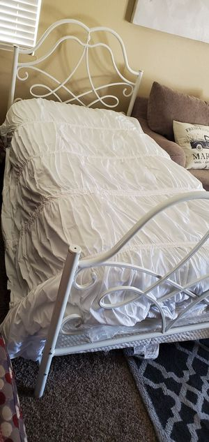 Coaster twin size bed for Sale in Victorville, CA