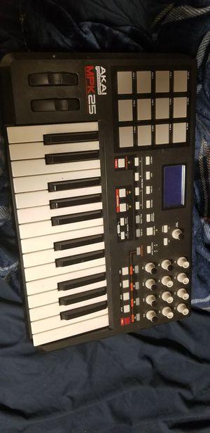 Akai mpk 25 midi keyboard for Sale in Westminster, CO
