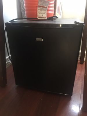 Small Refrigerator/ mini fridge for Sale in San Diego, CA