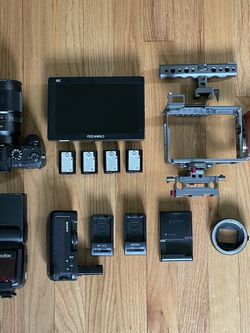 Sony A7Sii Kit - Zeiss 35mm F1.4, Tilta Cage, 4K Monitor, Batteries, And More for Sale in Portland,  OR