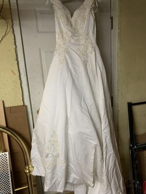 Brand new David's bridal wedding dress for Sale in Woburn, MA