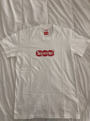 TEE shirt supreme Louis Vuitton for Sale in Miami Beach, FL