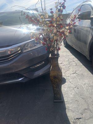 Vase with flowers for Sale in San Bernardino, CA