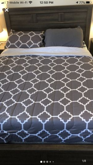 Matching bedroom set for Sale in Tacoma, WA