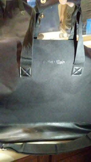 Calvin Klein/ duffle bag for Sale in Laveen Village, AZ