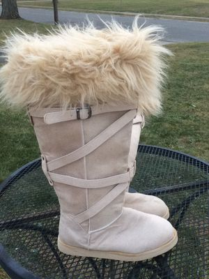 Old navy faux fur trimmed boots. Size 8. Never worn for Sale in Columbus, OH