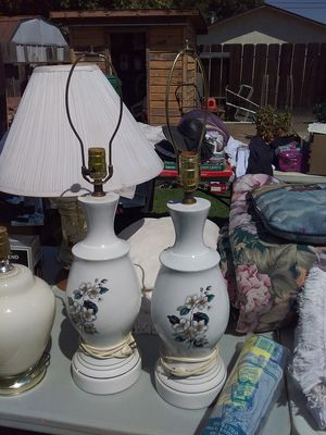 2 Lamps with Lamp Shades. Very nice lamps and shades no scratches or dings, for Sale in Biggs, CA