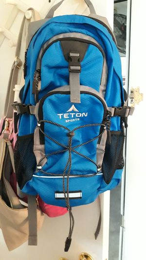 Blue Renton sports oasis 1100 hydration backpack for Sale in Las Vegas, NV