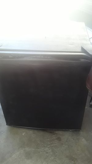 Mini fridge and freezer 5 cubic feet for Sale in Cypress, CA