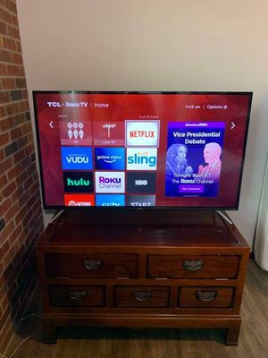 Tv and stand/ table/ with drawers for Sale in Arlington, WA