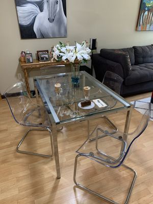 """Expandable Dining Table with 4 Acrylic """"ghost"""" Chairs for Sale in Delray Beach, FL"""