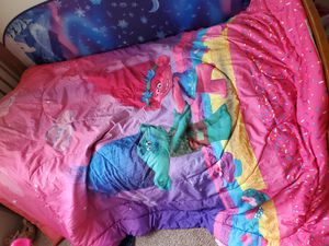 Trolls bed twin bed set for Sale in Lynnwood, WA