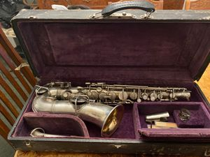 Vintage 1920s York & Sons alto saxophone with case for Sale in Lockbourne, OH