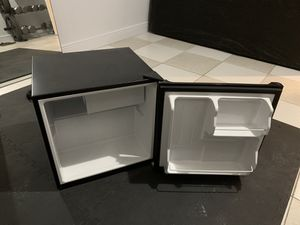 Mini fridge RUNS PERFECTLY or your money back for Sale in Sunrise, FL