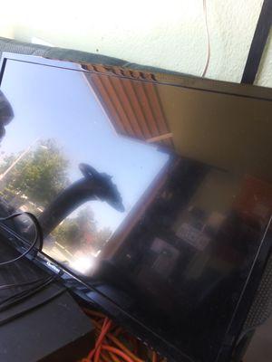 Quasar 32 in flat screen TV for Sale in Whittier, CA