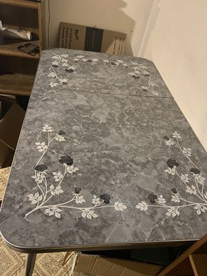 Retro kitchen table with leaf for Sale in Sterling Heights, MI
