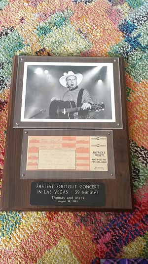 Garth Brooks plaque autograph for Sale in San Diego, CA