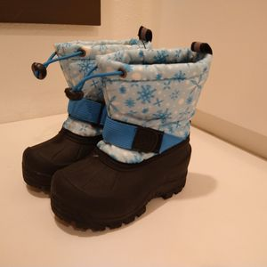SIZE 7 TODDLER SNOW BOOTS for Sale in Tustin, CA