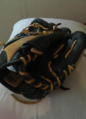 Really nice Demarini Baseball glove for Sale in North Newton, KS