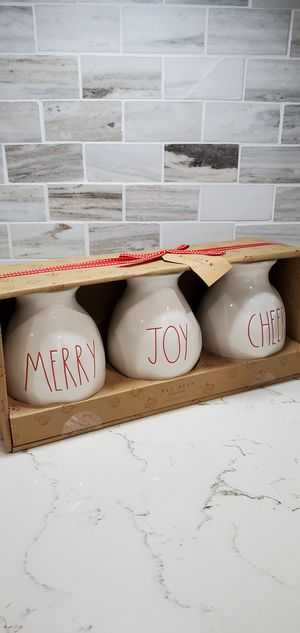 Rae dunn Christmas vases set for Sale in Ontario, CA