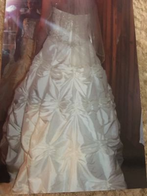 Rustic Wedding Dress w/Vail for Sale in San Diego, CA