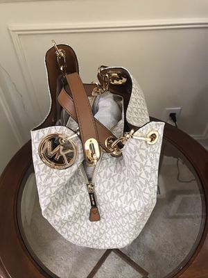 PRICE REDUCED BROWN GOLD WHITE BRAND NEW AUTHENTIC. MICHAEL KORS MK LEATHER SHOULDER HAND BAG CANVAS for Sale in SeaTac, WA