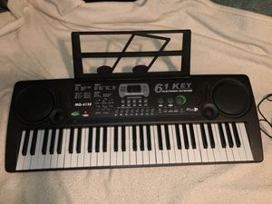 KEYBOARD 🎹 for Sale in Strongsville, OH