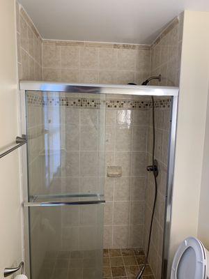 Puerta de vidrio para baño excelente condiciones for Sale in Annandale, VA