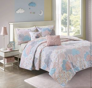 4pc Urban Habitat Kids Cloud Coverlet Set, for Twin/Twin XL bed Pink coverlet set for Sale in Las Vegas, NV