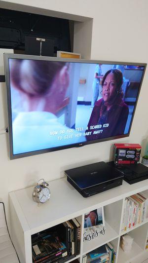 """LG SMART TV 47"""" inches 4K for Sale in Miami, FL"""