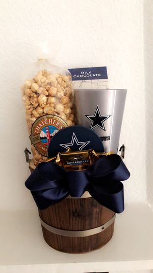NFL THEMED GIFT BASKETS (ANY TEAM) - Redskins, Cowboys, Steelers, Etc for Sale in Virginia Beach, VA