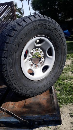 Chevy gmc 8 lug spare rim and tire / tire needs air for Sale in Placentia, CA