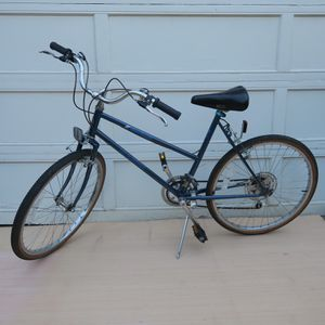 Excellent condition, Vintage 1985 Schwinn Mesa Runner Bicycle Bike for Sale in Portland, OR