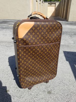 """Vintage Louis Vuitton Travel Bag / Carry On Luggage that's in fair condition! Dimensions: 28""""H x 17""""W x 9""""D for Sale in Delray Beach, FL"""