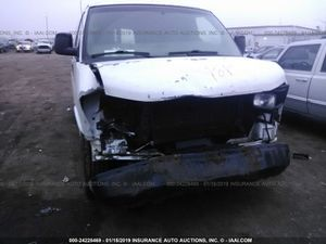 2006 Chevy Express van or GMC SAVANNA- 4.3 engine for parts , hit in the front for Sale in Dearborn, MI