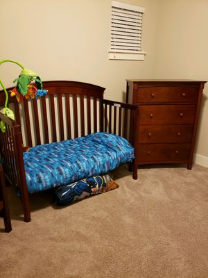Carter Convertible Crib with mattress, dresser, mobile and matching desk and chair for Sale in Lacey, WA