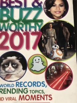 Gently Used Paperback Book : Best & Buzz Worthy 2017. World Records, Trending Topics, & Viral Moments for Sale in Pinellas Park,  FL