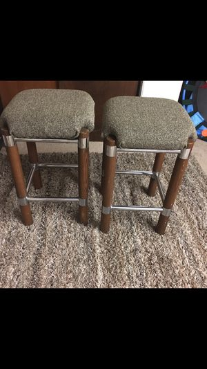 "2 heavy duty stools 24"" for Sale in Carpentersville, IL"