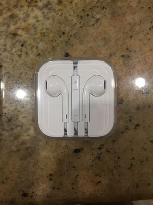Apple Earbuds with Volume Adjuster- new in seal never used for Sale in Palm Harbor, FL