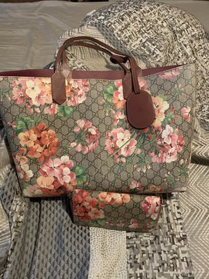 Gucci Reversible Tote With matching Wallet for Sale in Seattle, WA