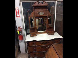 Furniture Selling Tonight At Baird Auction In Fresno for Sale in Fresno,  CA