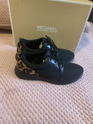 Michael kors sneakers size 8 for Sale in The Bronx, NY