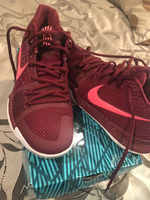 Kylie Irving 8 nike basketball shoes size 9 for Sale in Odenton, MD
