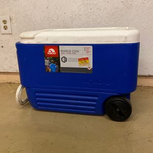 Igloo Cooler With Wheels for Sale in Tempe, AZ