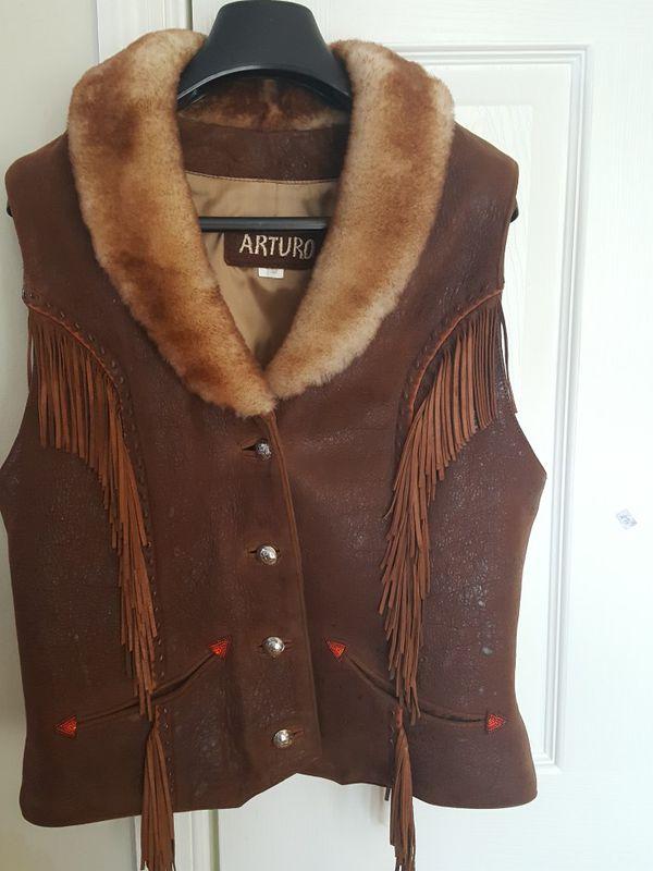 Women's Vest. Genuine leather 4/6. $56.00