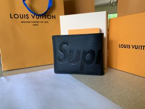 Louis Vuitton Supreme Wallet Epi Black for Sale in Bloomington, IN