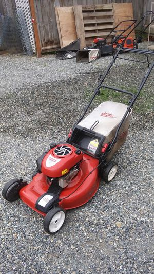 Craftsman Briggs & Stratton self-propelled lawn mower for Sale in Puyallup, WA