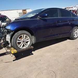 2013 Hyundai sonata parts good transmission for Sale in Las Vegas, NV
